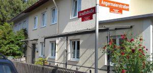 Praxis in der Arndtstraße 33 in Freising-Neustift, direkt an der Kreuzung zur Angermaierstaße